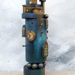 Drewniana wieża - dekoracja w stylu steampunk