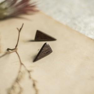 Małe drewniane kolczyki