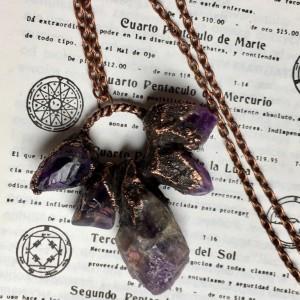 miedziany amulet z ametystem