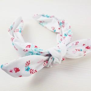 Biała opaska chusta na bazie w błękitne kwiatuszki