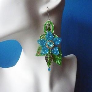 Słoneczna łąka -  niebiesko - zielone kolczyki sutasz i kwiat z haftu koralikowego