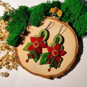 Słoneczna łąka -  czerwono - zielone kolczyki sutasz i kwiat z haftu koralikowego