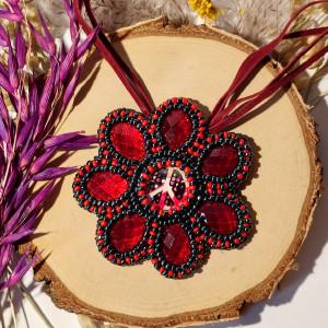 Akai Hana - wisior z koralików kwiat z pacyfką