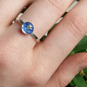 Srebrny pierścionek z niezapominajkami