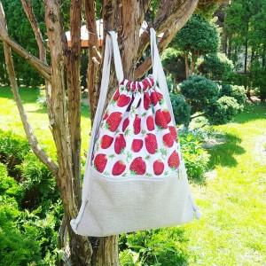 Plecak w truskawki