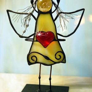Aniołek witrażowy 3D  z sercem