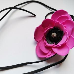 Naszyjnik kwiatowy na rzemyku