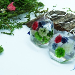 Kwiaty  w Żywicy -  kolczyki żywica i kolorowe kwiaty gipsówki