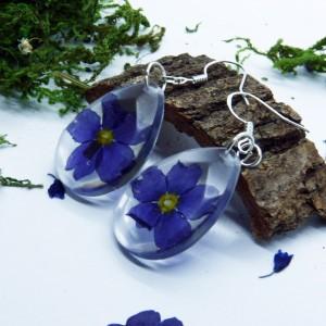 Kwiaty  w Żywicy -  kolczyki żywica i ciemnofioletowe pierwiosnki