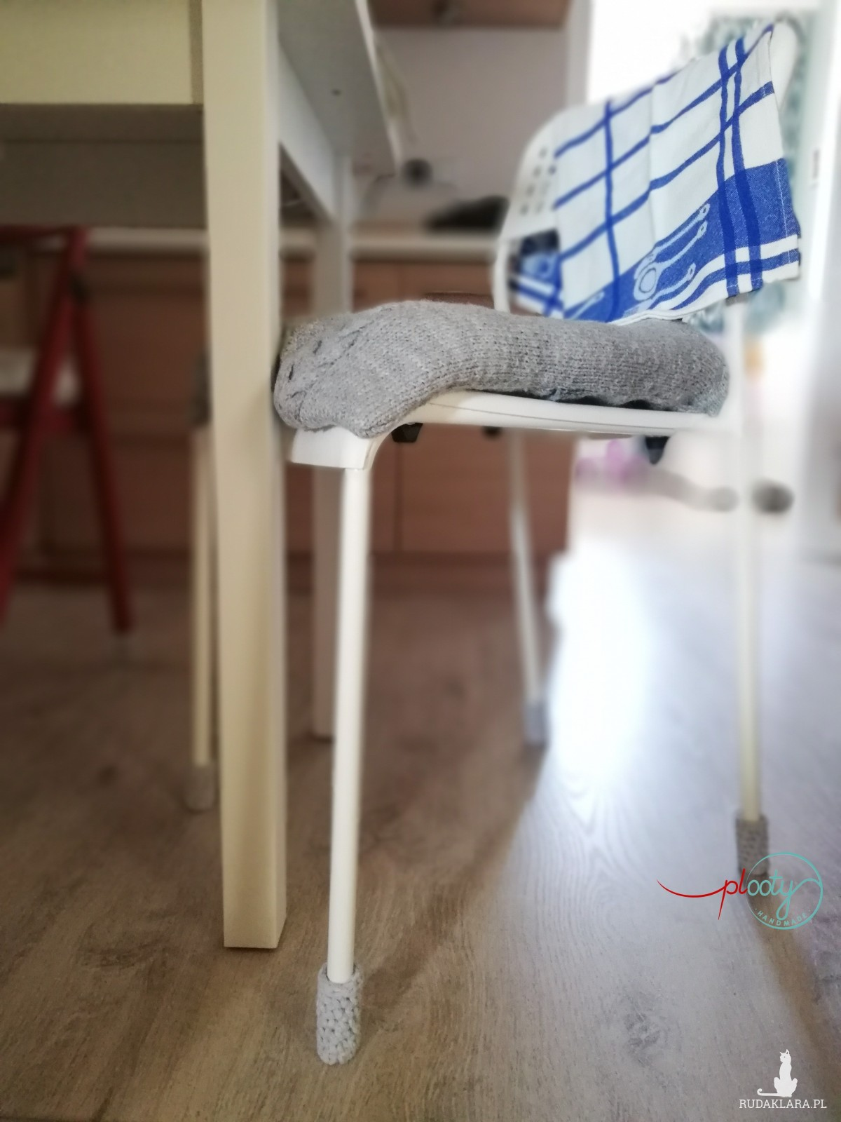 Podkładki pod krzesła, skarpety na nogi krzeseł