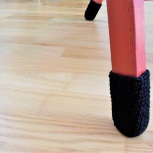 Podkładki pod krzesła z włóczki, skarpety na nogi krzeseł