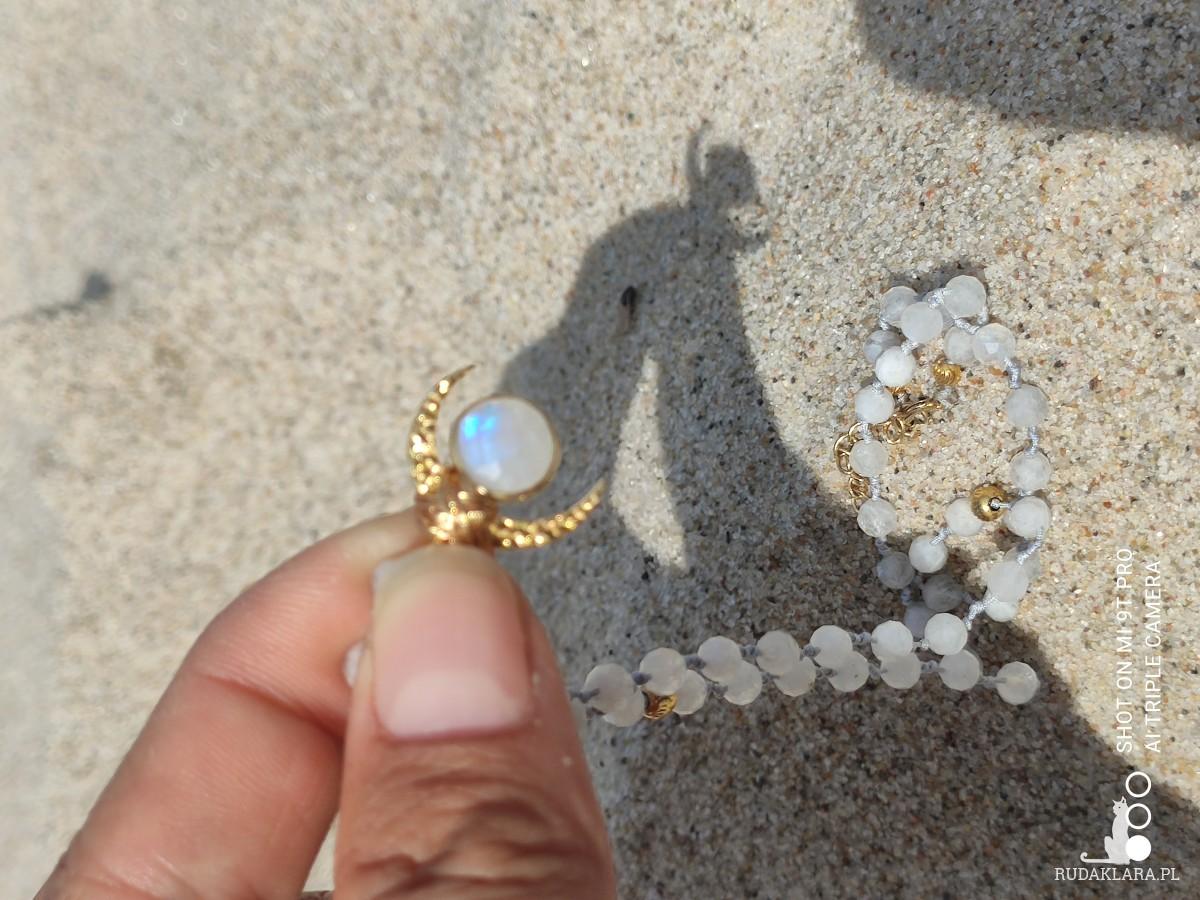 Naszyjnik wisiorek kamień księżycowy księżyc półksiężyc księżycem