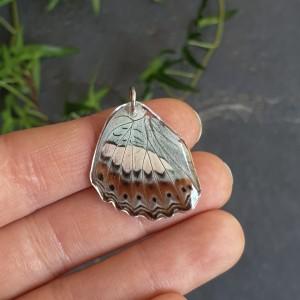 Wisiorek ze skrzydła prawdziwego motyla dwustronny 28 mm