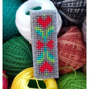 4897 broszka haft krzyżykowy rękodzieło