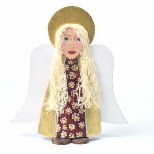 Mały anioł wykonany z drewna