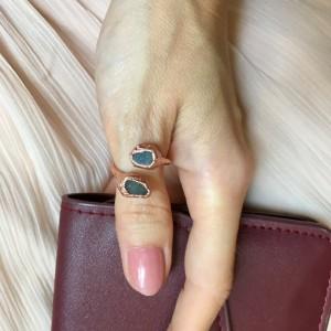 miedziany pierścionek z szafirem