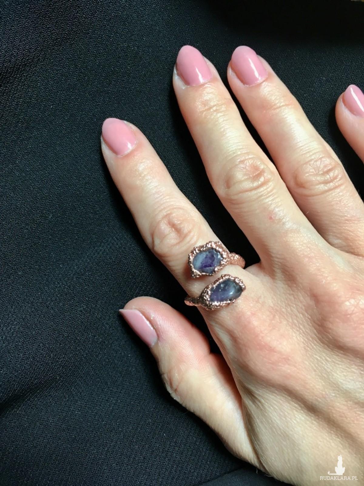 elektroformowany miedziany pierścionek z ametystem
