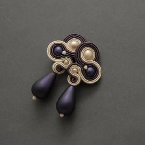 fioletowo-kremowe kolczyki lub klipsy sutasz