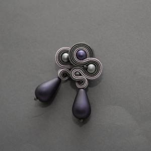 grafitowo-fioletowe kolczyki lub klipsy sutasz