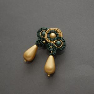 zielono-złote kolczyki lub klipsy sutasz