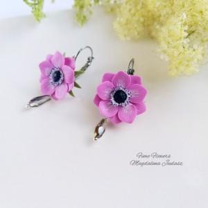 Kolczyki z różowym kwiatem i kryształkiem