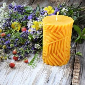 Świeca z wosku pszczelego w dekoracyjnym pudełku