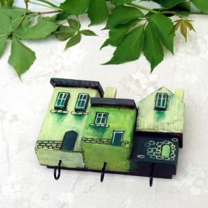 Mały wieszaczek z domkami, zielony