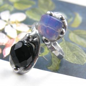 Regulowany pierścionek: z opalitem i onyksem