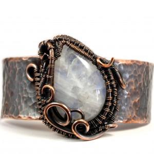 Kamień księżycowy i miedź, Miedziana bransoletka z kamieniem księżycowym, ręcznie wykonana, prezent dla niej prezent dla mamy, regulowana