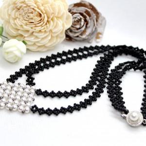 koronkowy naszyjnik z perełkami szyty ręcznie