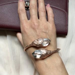 bransoletka z kryształem górskim w miedzi