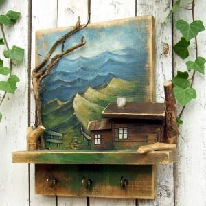Chata w górach - wieszak z malowanym pejzażem