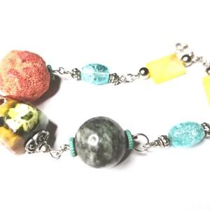 bransoletka koralikowa z kamieniami