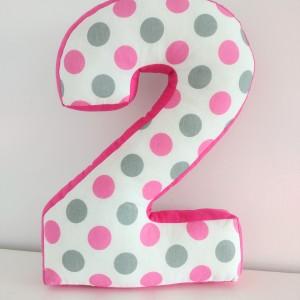 Poduszka cyfka 2 duża różowa w kropki