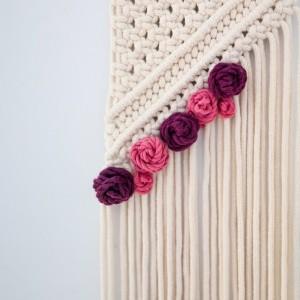 Makrama ścienna geometryczna z kwiatami Ava