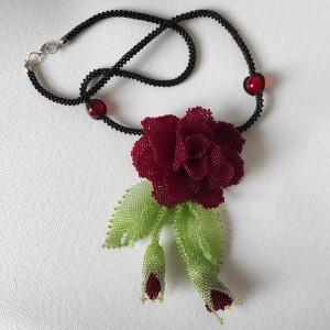 Buraczkowa róża