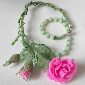Gałązka różowej róży