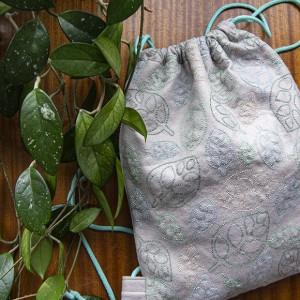Ręcznie haftowany plecak z listkami
