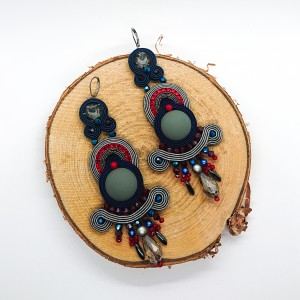 Szaro-granatowe kolczyki z czerwonymi dodatkami