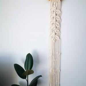Makrama ścienna wąska długa gałązka listki
