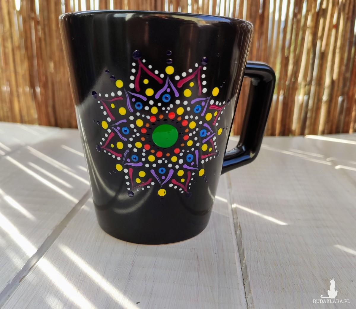 Ręcznie malowany kubek ze wzorem mandali