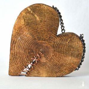 Drewniane pęknięte serce - dekoracja z drewna