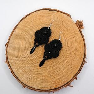 Czarne wiszące kolczyki sutasz