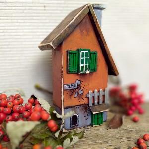 Domek z zielonymi okiennicami
