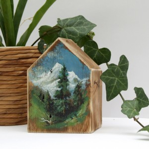Domek z malowanym pejzażem - W dolinie
